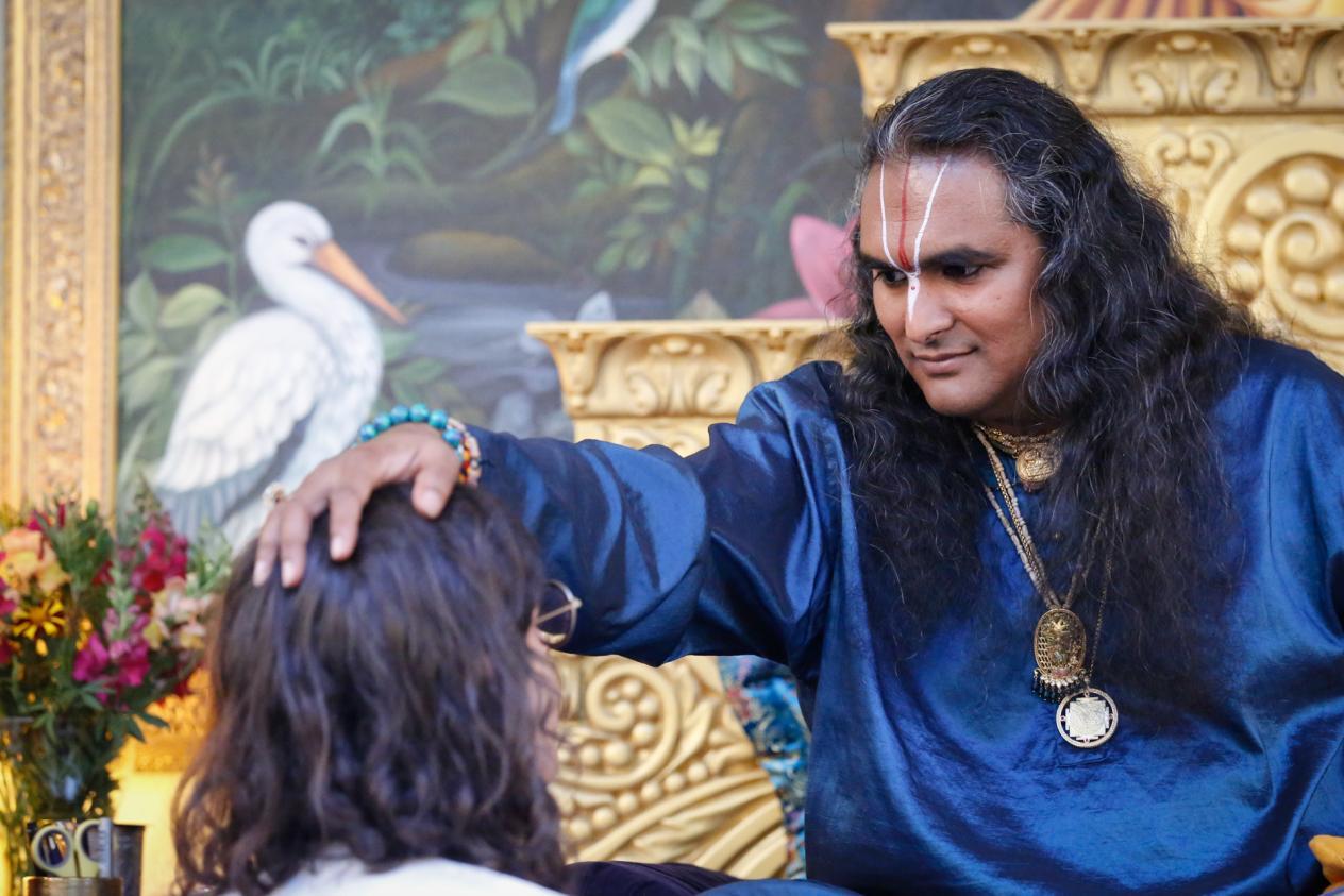 slider-01-darshan-paramahamsa-vishwananda