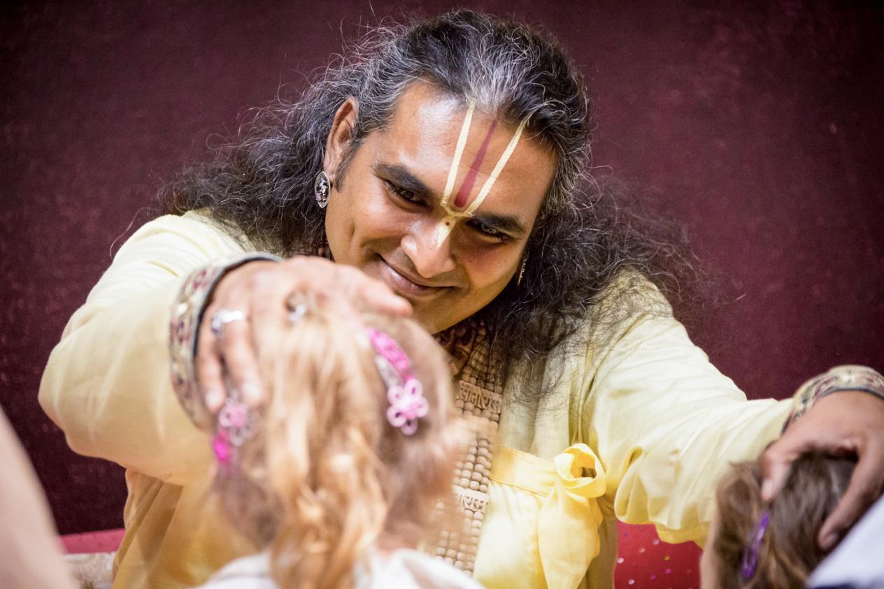 slider-03-darshan-paramahamsa-vishwananda