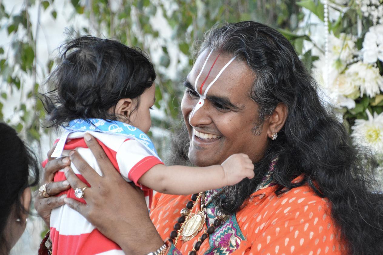 slider-04-darshan-paramahamsa-vishwananda