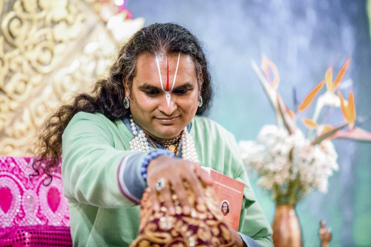 slider-06-darshan-paramahamsa-vishwananda