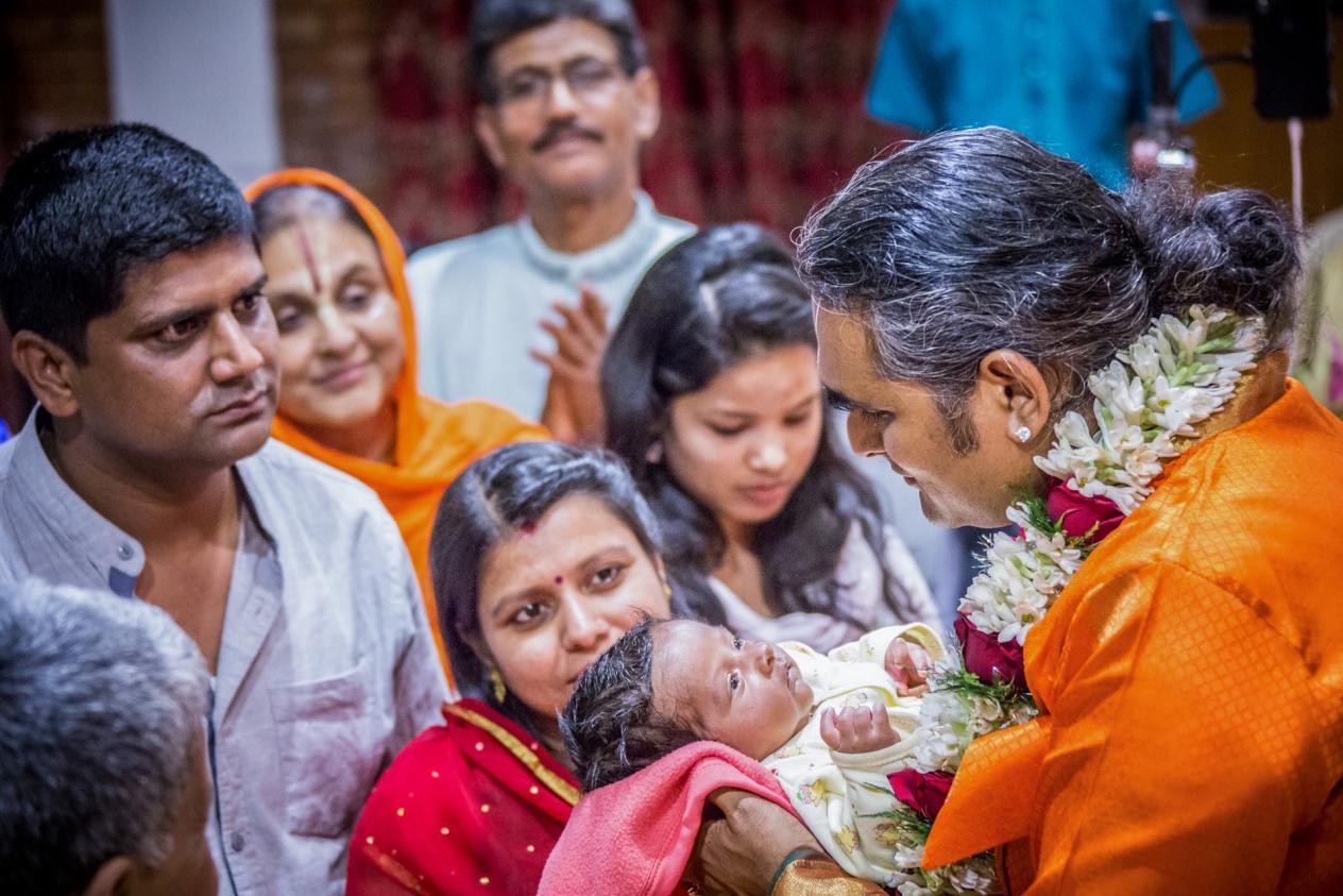 slider-07-darshan-paramahamsa-vishwananda