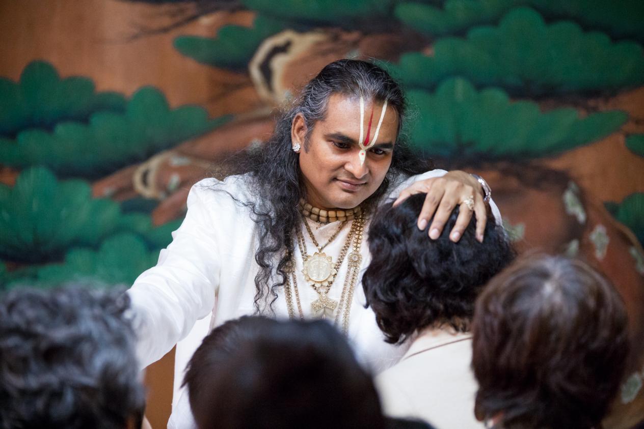 slider-08-darshan-paramahamsa-vishwananda_0